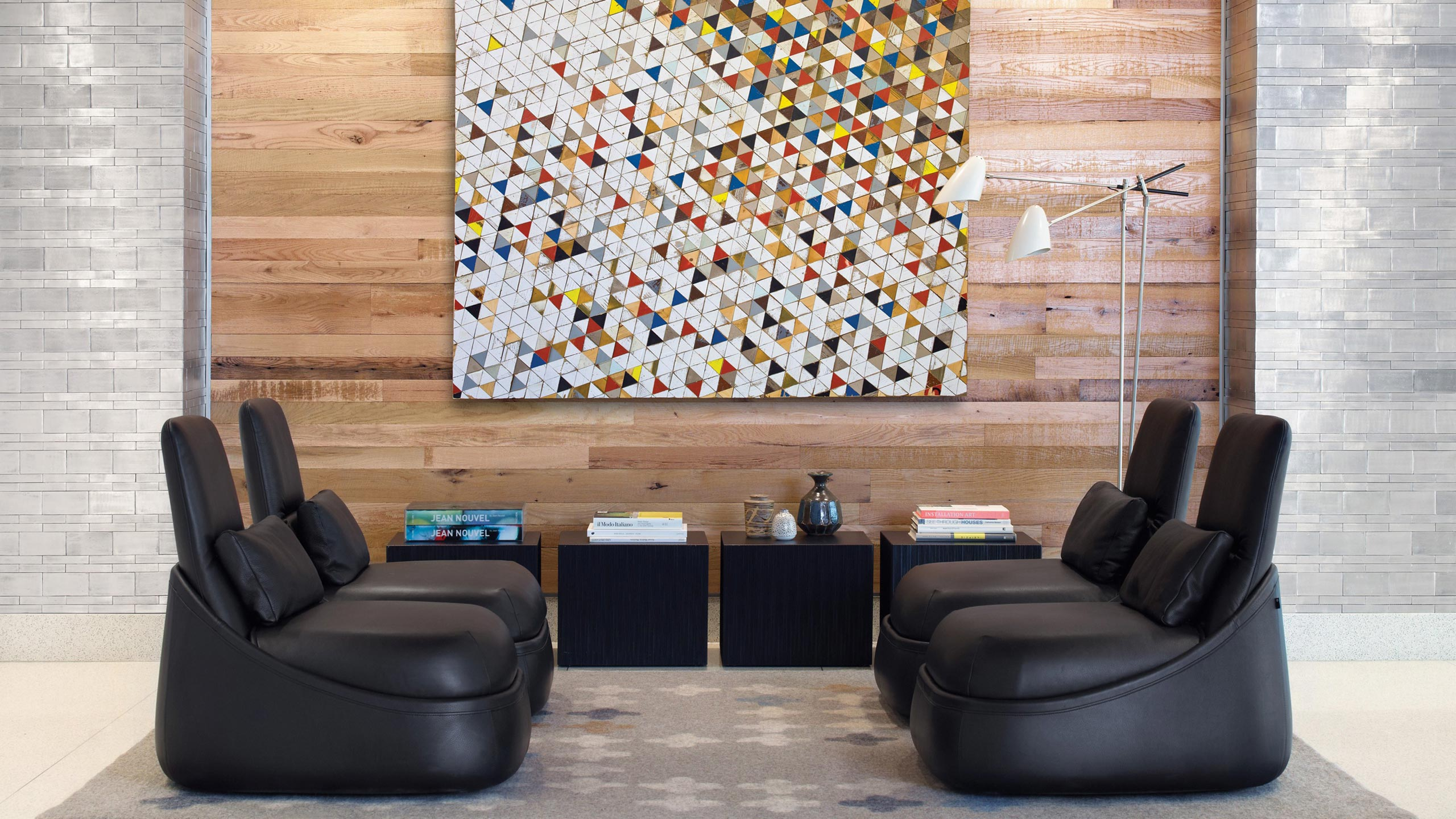 Coalesse Interactive Photograph of Hosu Lounge with painting